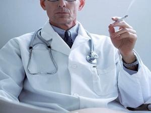 dokter yang merokok