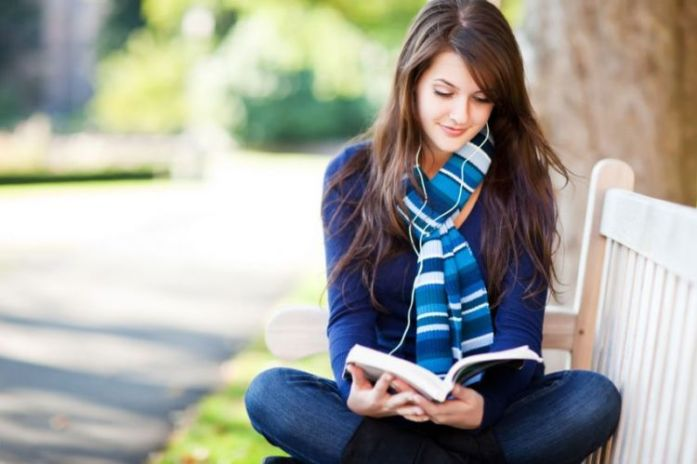 hipwee-girl-reading-book-850x566-750x499