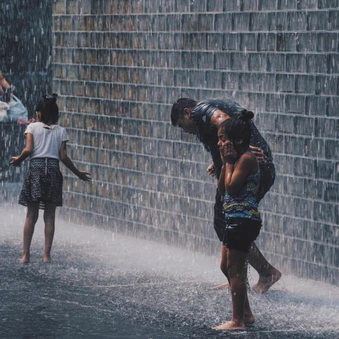 Hujan-hujan gini, enaknya ngapain?