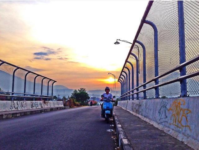 senja-di-jembatan