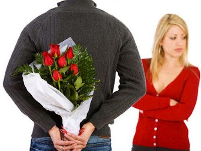 Beri kejutan atau hadiah saat pasangan kita sedang marah