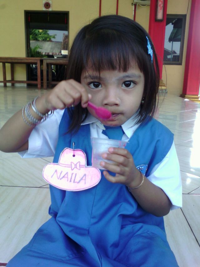 17 Juli 2017 - Hari pertama Naila berseragam sekolah
