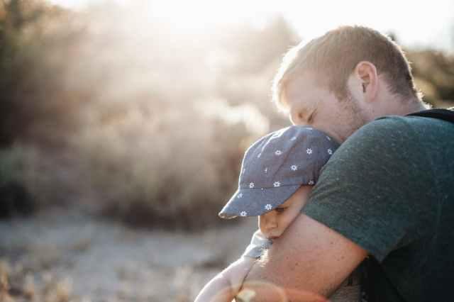 Ayah zaman now itu Bisa Menenangkan Anak Yang Rewel Dan Menangis